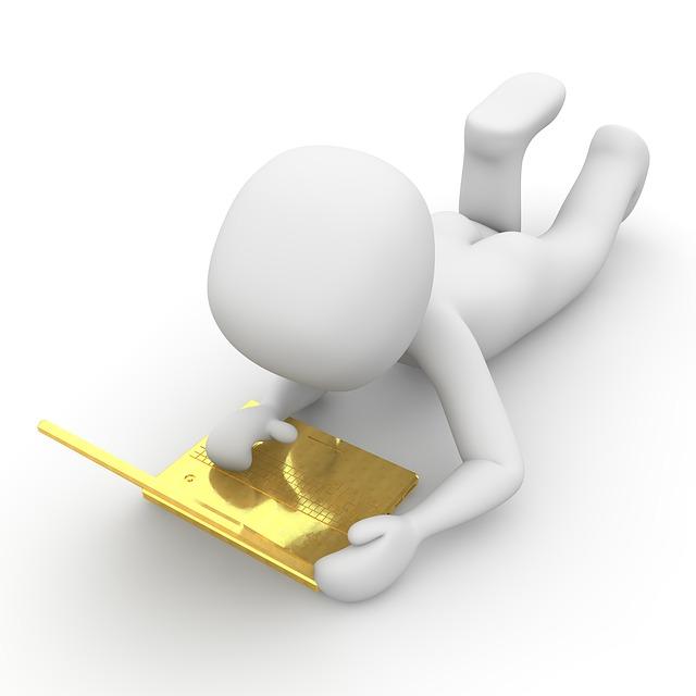 zlatý laptop