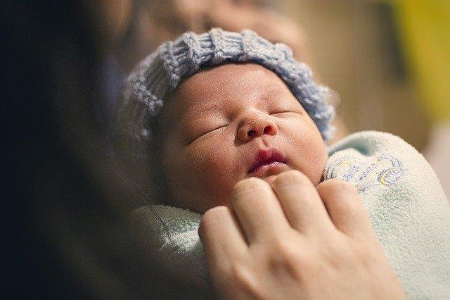 novorozený kojenec