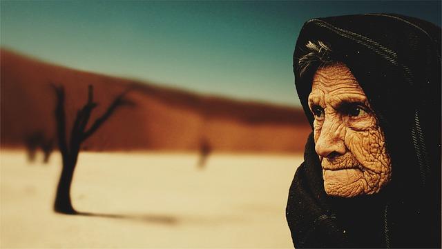 stařena v poušti